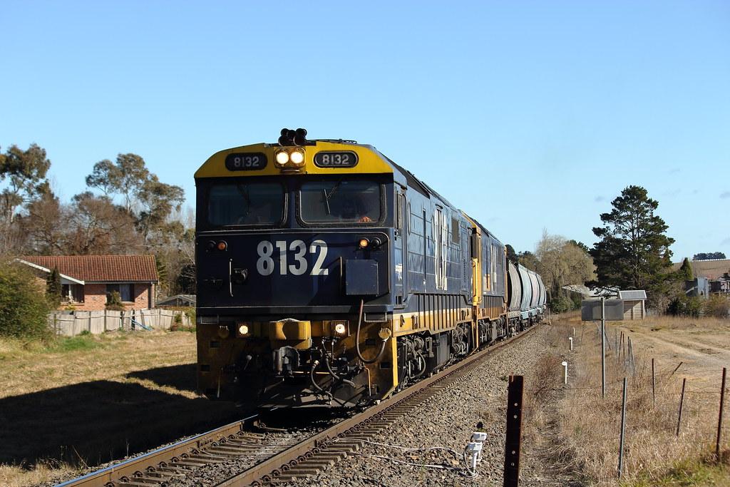 81's to Wollongong by Benjamin Murch