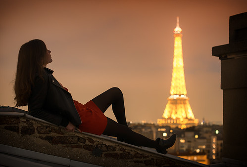 rooftop paris tour eiffel raphael melloul photos photographies photographer photography photographe photo photograph photographie tower view night long exposure flar bokeh f14 50mm girl top chill beautiful scenery nikon d800 nikkor nuit moon lune red dress robe rouge perfecto vertige