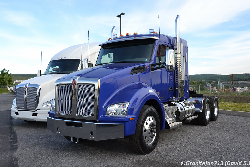 2017 Kenworth T880 Sleeper Tractor | Trucks, Buses, & Trains