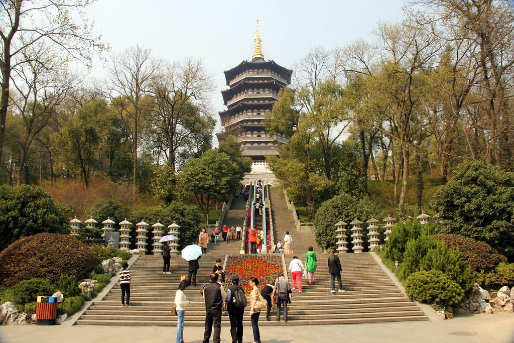 Leifeng Pagoda ao Sul do Lago em Hangzhou, China - Mar2012