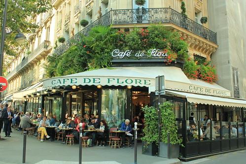 圖04花神咖啡館外型極為典雅,遊客絡繹不絕,是雙叟咖啡館的最大勁敵
