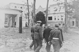 Visit of W.L. Mackenzie King to Berlin after VE-Day, circa 1945 / Visite de Mackenzie King à Berlin après le jour de la Victoire, vers 1945