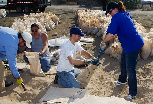 LANL employees fill sandbags at Santa Clara Pueblo