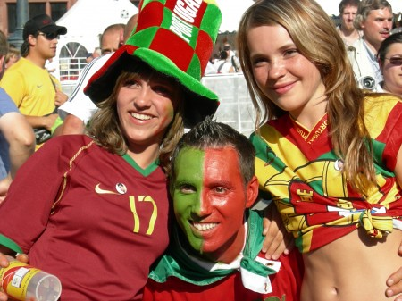 Portuguese People Cheering Up For Their Team Portugal Port Flickr