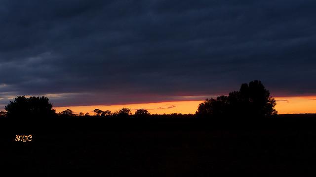 Ciel de feu, autour d'Uzès, après un orage très violent dans la journée......Fiery sky, around Uzès, after a violent storm in the day ......