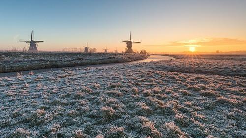 leefilter sunbeams kinderdijk wimboon wimzilver winter skating holland nederland frost canonef1635mmf4lisusm canoneos5dmarkiii sunrise