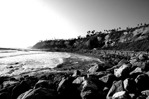 ocean california blackandwhite usa beach cali march rocks pacific nikond70s shore sanpedro 2012
