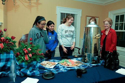 Pausing for a Treat: President Hosts Study Break at Bryn Mawr