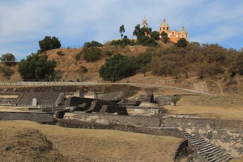 A Igreja Nossa Senhora dos Remédios no alto da pirâmide de Cholula