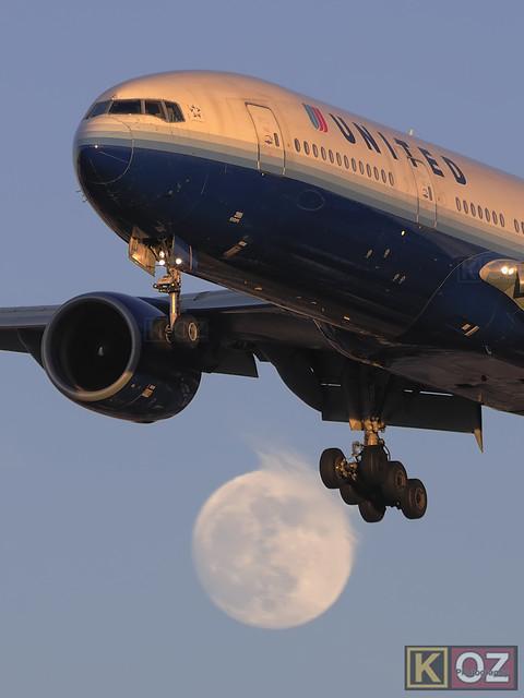 United Airlines Boeing 777-222 (N795UA)