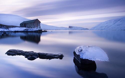 longexposure sky lake snow building ice day cloudy faroeislands leitisvatn sørvágsvatn pwwinter