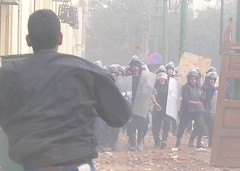 Protester throws stone at police near Kasr El Aisni Street