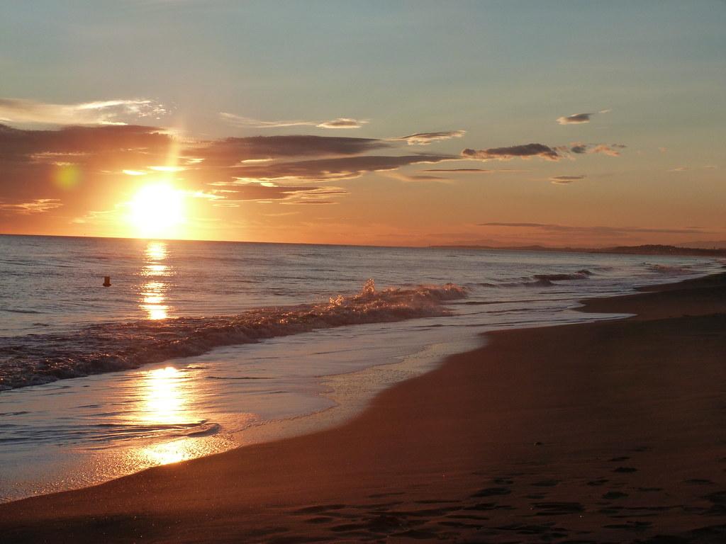 Resultat d'imatges de puesta sol playa calafell