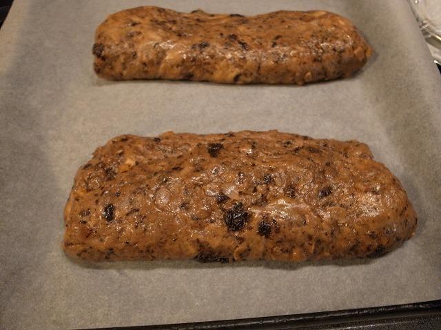 <p>j)一回り大きく発酵したら、オーブンに入れます。</p>