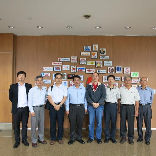 圖06 參訪結束與何韋坤副署長(右4)合影
