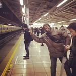 カルミン、ノリノリです、なぅ~!ww #tokyo #japan #akihabara #station #plat_form #talking #waiting #go_to_shinjuku #train #from_canada #canadian #welcome_to_japan