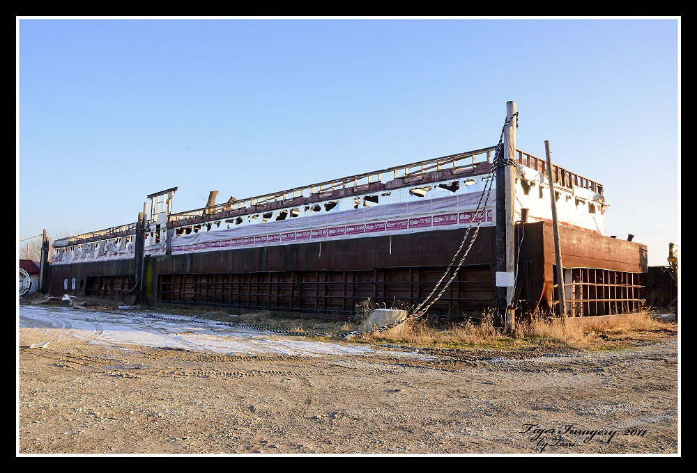 Grounded Barge | This picture isn't very good in my opinion … | Flickr