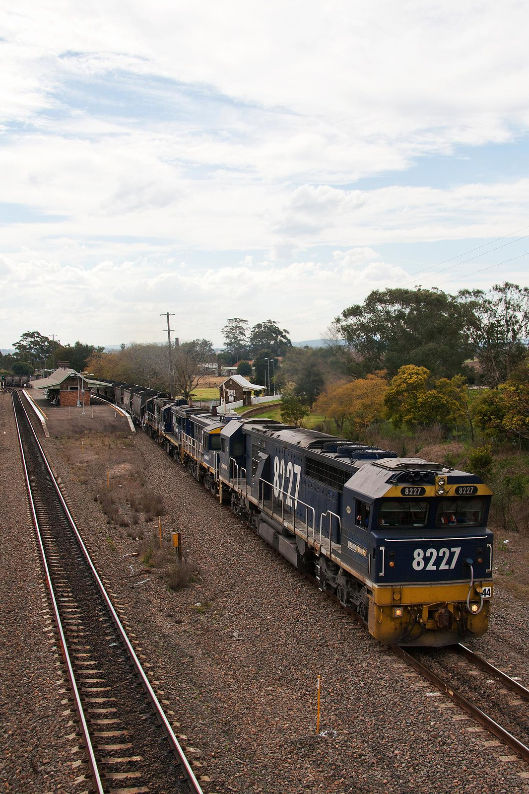 8227 at East Maitland by Trent