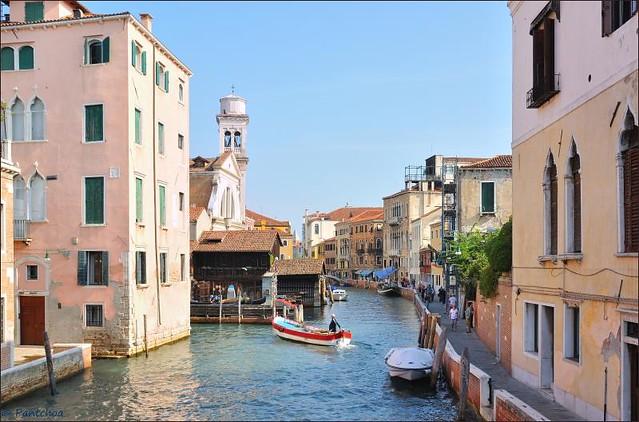 Venice : Rio San Trova  1/2