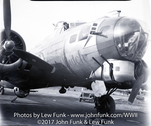 """B-17 44-8271 named """"Butch"""" with it's Crew 