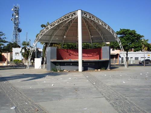 Concha Acústica c/ pilastra no meio - Praça Tiradentes - Centro Januária - MG