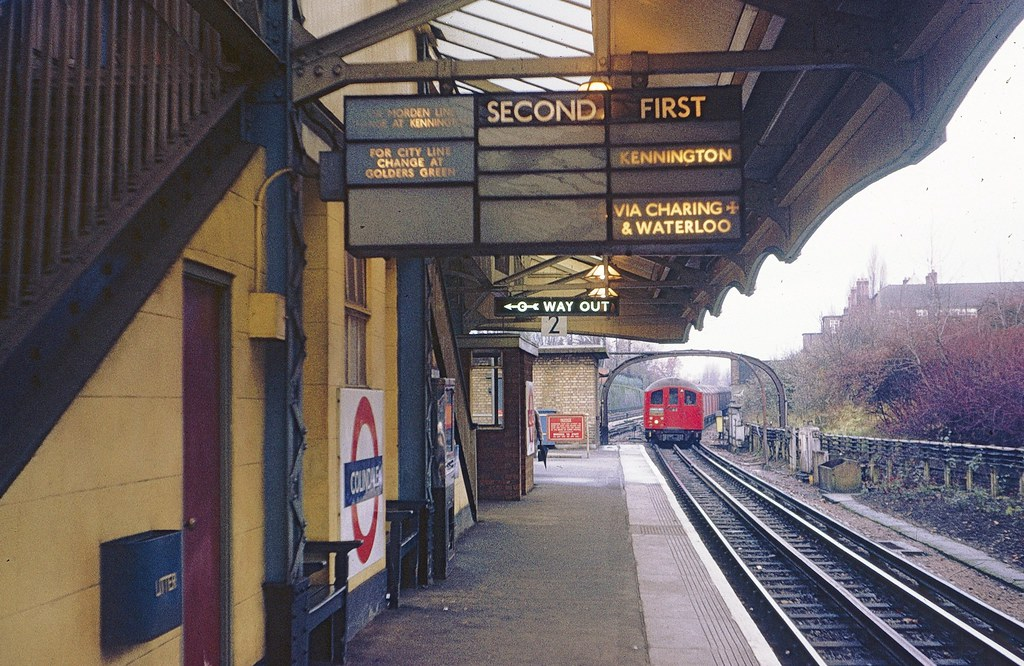 LT Colindale station in 1971 | As the illuminated indicator