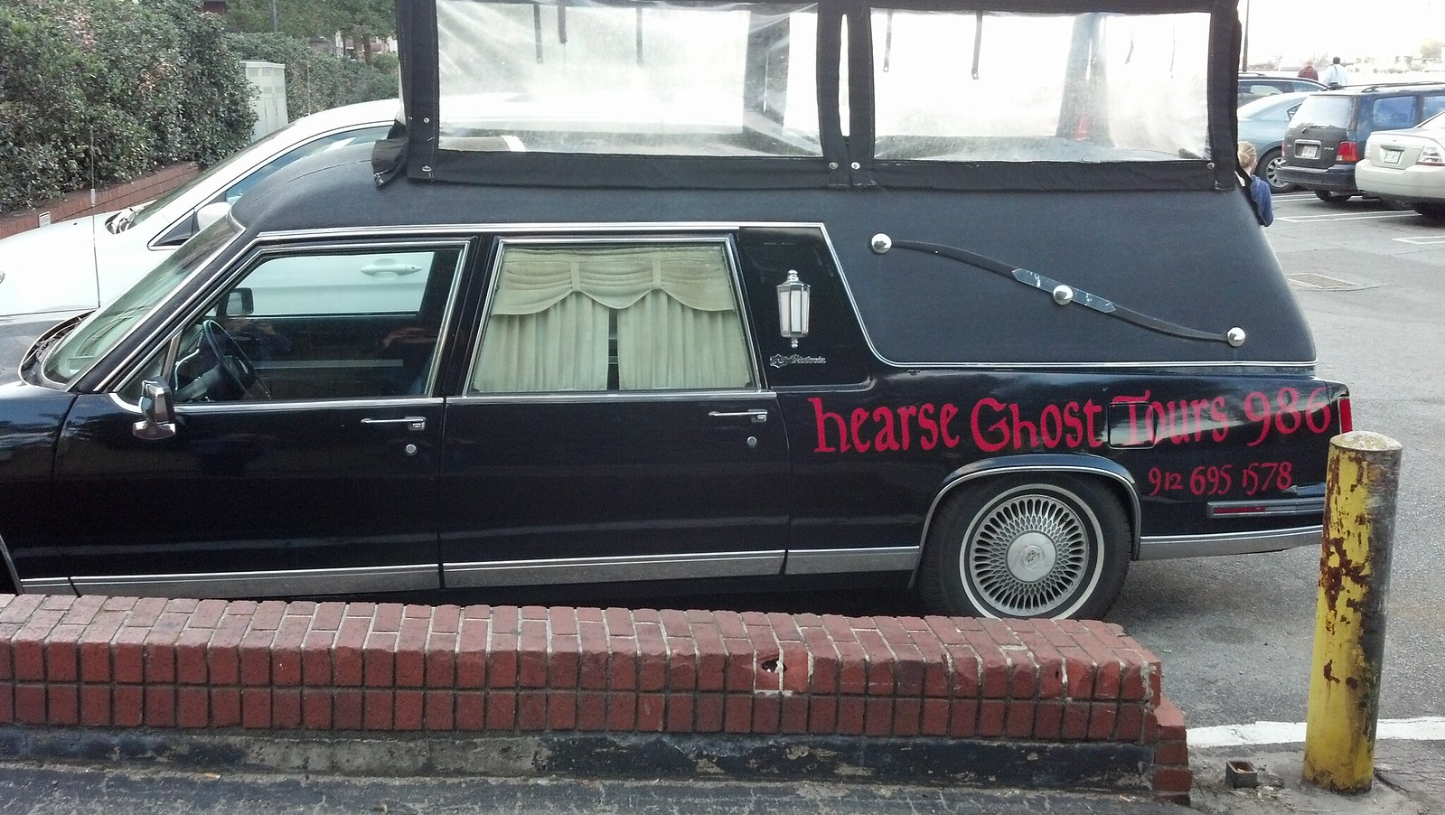 Hearse Ghost Tours with fancy sunroof (coffinroof?)