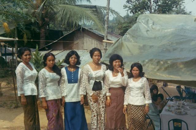 1972  - Singapore Girls at Chestnut Ave Kampung, 1 Oct 1972