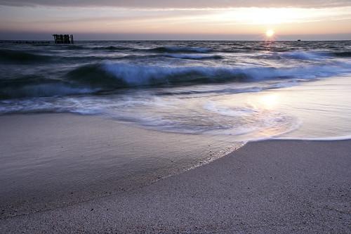 morning winter sea sun reflection beach water sunrise dawn sand europa europe waves cloudy poland polska windy balticsea ostsee gdynia morze torpedoes tamron2875mmf28 pomorskie gdanskbay tamronspaf1750mmf28xrdiiildasphericalif canoneos400d torpedownia babiedoły gulfofgdansk