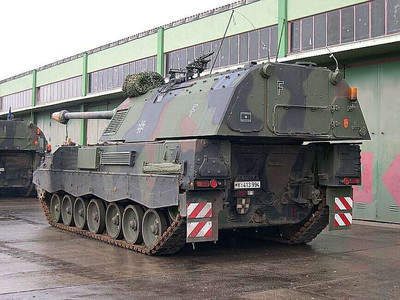 Panzerhaubitze 2000  1