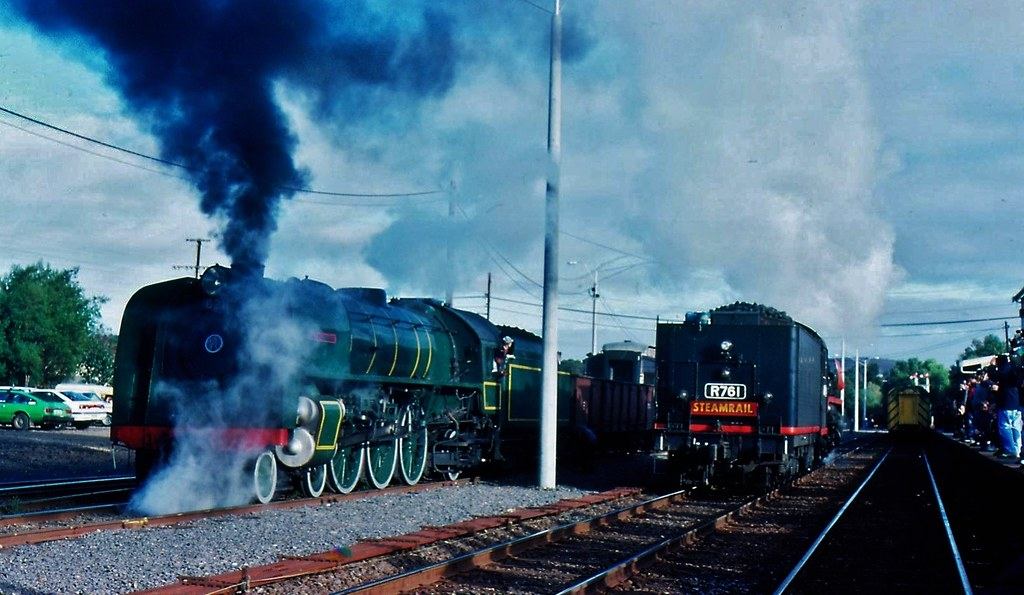 621 meets  R761 at Bacchus Marsh Vic by Rodney S300