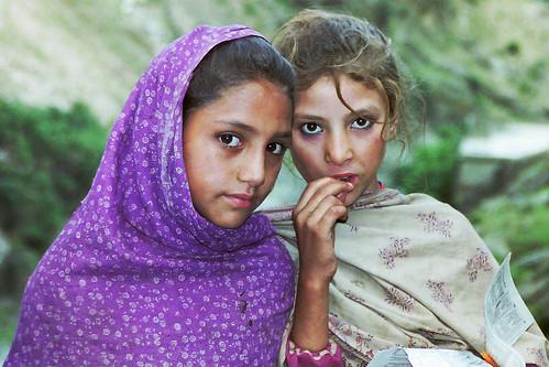 girls pakistan green purple valley karakoram kkh himalaya hindukushrange karakoramhighway dubair karakoramrange kokistan