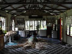 vr, 19/08/2011 - 06:39 - 52. Luxe woning in het dorpje, ook hier wordt geweven met pandanus materiaal