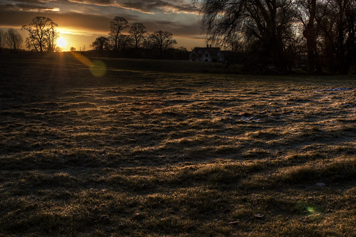 england cold sunrise unitedkingdom frosty handheld hdr tonemapped canon24105mm handheldhdr canon450d greatwymondley flareonthehill