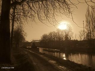 Bracquegnies , tombée du soir sur le canal du centre!