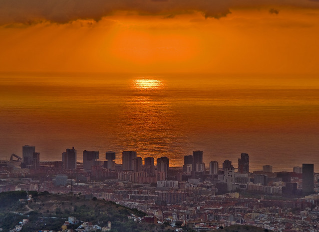 També som el país del sol naixent / Catalonia is also the country of the rising sun