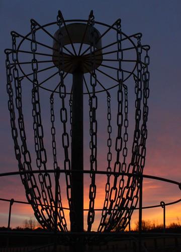 sky silhouette sunrise chains hole frisbee discgolf frolf polehole