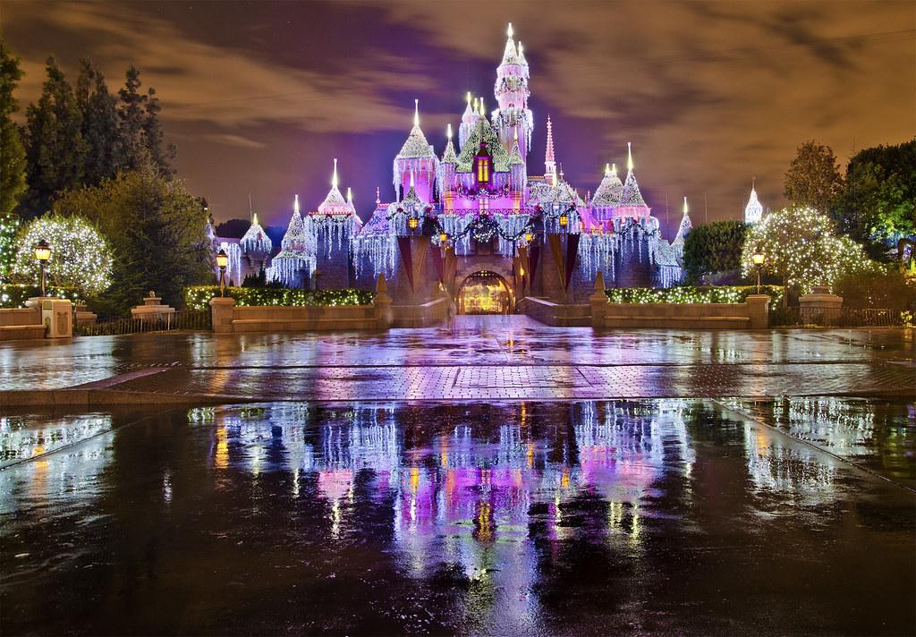 Christmas At Disneyland.Sleeping Beauty Castle Christmas At Disneyland Disneyla