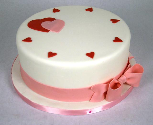 D7012 - designer heart valentine cake toronto