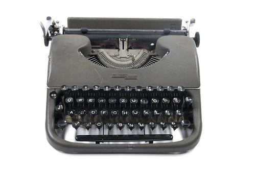 Swissa piccola typewriter   by shordzi