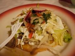 日, 2010-10-24 17:50 - El Athens Grill 豚耳のトスターダ Tostada de Oreja
