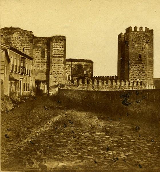 Puerta de San Ildefonso hacia 1858 por Eugène Sevaistre. Fotografía estereoscópica editada por  Chez Alexis Gaudin et frère. Propiedad de Carlos Sánchez Gómez