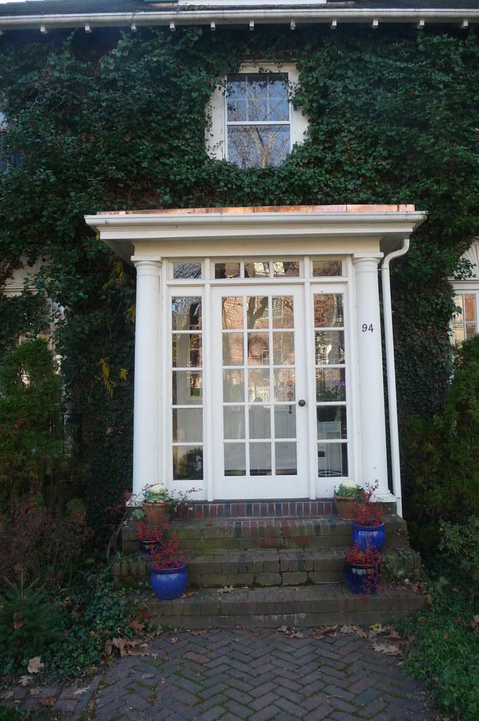 Larchwood - Entrance, Cambridge, MA