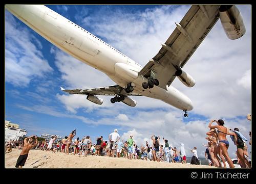 beach airplane landing explore sunsetbeach caribbean stmaarten runway a340 airfrance mahobeach explored airportbeach princessjulianaairport ic360images jimtschetter