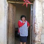 Woman at her door - Mujer en la puerta; Totora, Departamento de Cochabamba, Bolivia