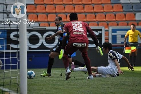 DSC_0208 Al término del entrenamiento vespertino efectuado en el Estadio Cuauhtémoc, es presentado Armando Wila en el Puebla FC por Mv Fotografía Profesional / www.pueblaexpres.com