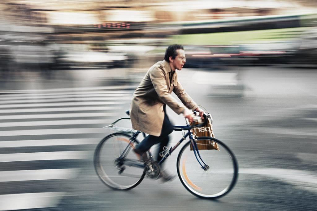 Green mobility in Paris   A Clichy Sur un vélo gris A Mauber…   Flickr