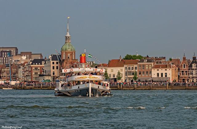 De Majesteit, with a Dordrecht city view
