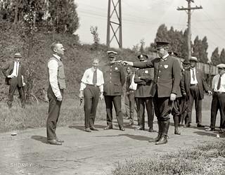 Probando el primer chaleco antibalas (Washington DC, 1923)