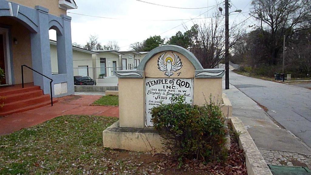 P1020778-2011-10-30-Temple-of-God-church-1353-Boyd-Ave-Atl